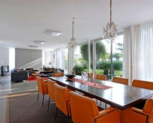 Architektenbungalow im Münchner Norden mit hochwertiger Einrichtung und Garten –Astrid Kaiser Immobilien
